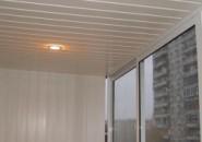 Обшиваем балкон пластиковыми панелями