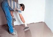 Как выполняется цементная стяжка пола?