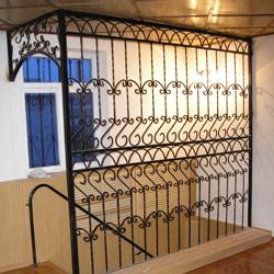 Кованые ограды и ограждения – в каждый дом