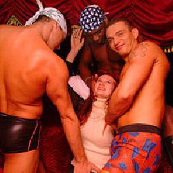 Пребывание в мужском стриптиз-клубе